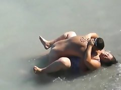 Chubby girl fucked in the sea by a..