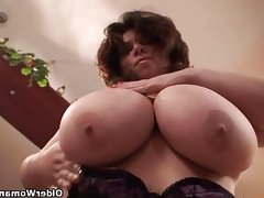 Mature bbw with xxl tits wears..