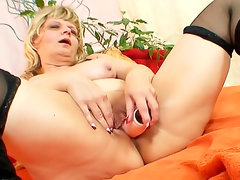 Plump mature models stockings and a cunt
