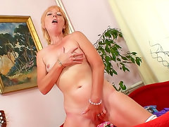Mature makes you horny in stockings