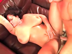 Chubby glamour girl banging in video