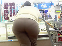 Big booty bbw leanin on jewelry counter