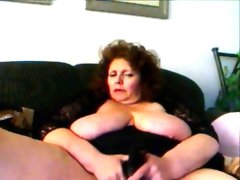 Hot amateur granny fucks herself with..